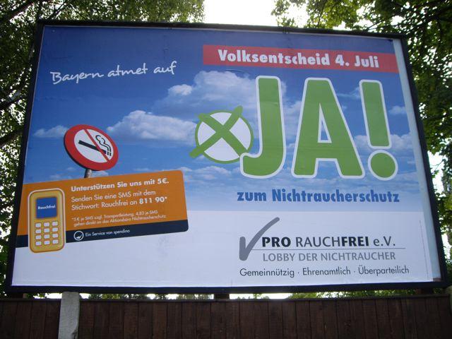 Pro Rauchfrei Großplakat für den Volksentscheid in Bayern 2010